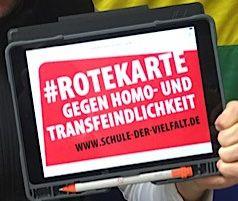 Wir zeigen die rote Karte gegen Diskriminierung