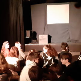 Theater der Dämmerung trägt dem 7. Jahrgang Balladen vor
